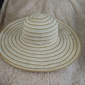 NWT Nine West Wide brim hat